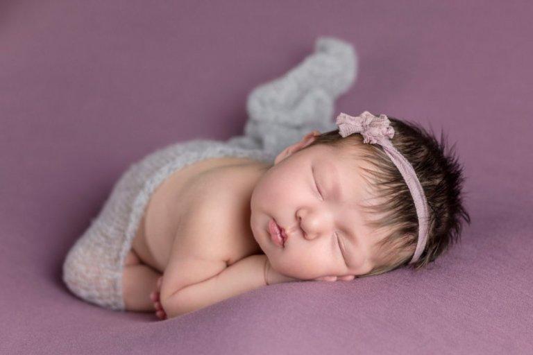 Baby photo of newborn girl with headband and blanket for girl in Philadelphia, Pennsylvania